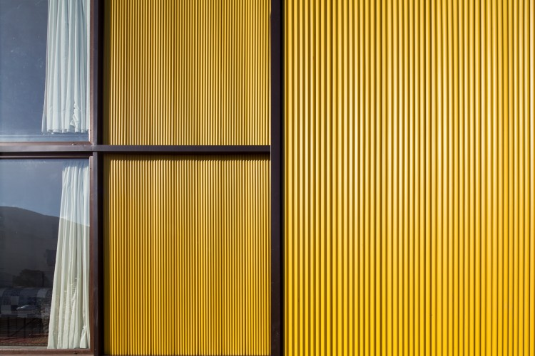 Yellow House in Zapallar, by Aguiló+Pedraza Arquitectos (13)