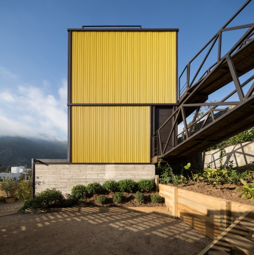 Yellow House in Zapallar, by Aguiló+Pedraza Arquitectos (1)