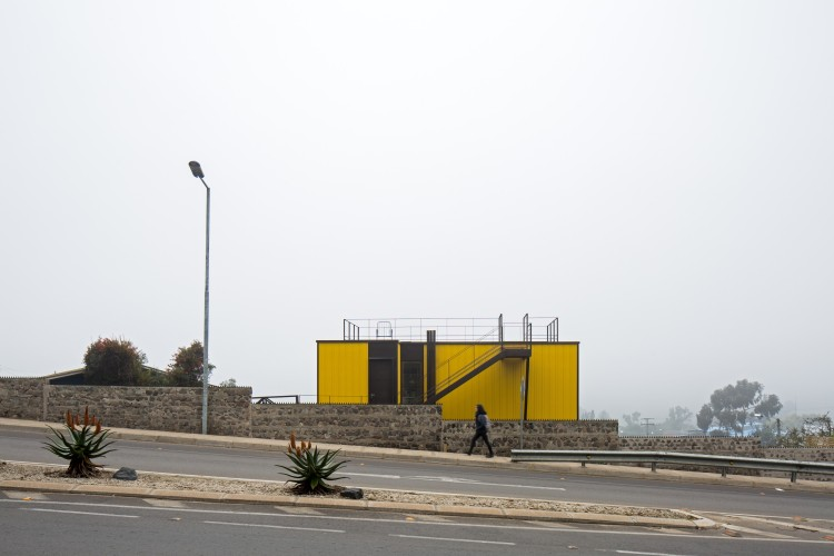 Yellow House in Zapallar, by Aguiló+Pedraza Arquitectos (17)