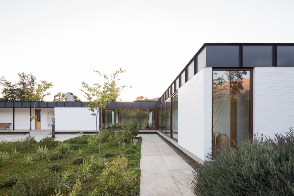 House in Pilay by Duval+Vives Arquitectos (16)