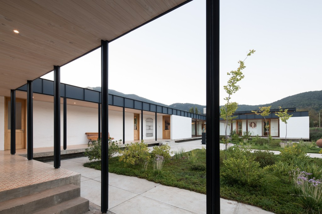 House in Pilay by Duval+Vives Arquitectos (13)