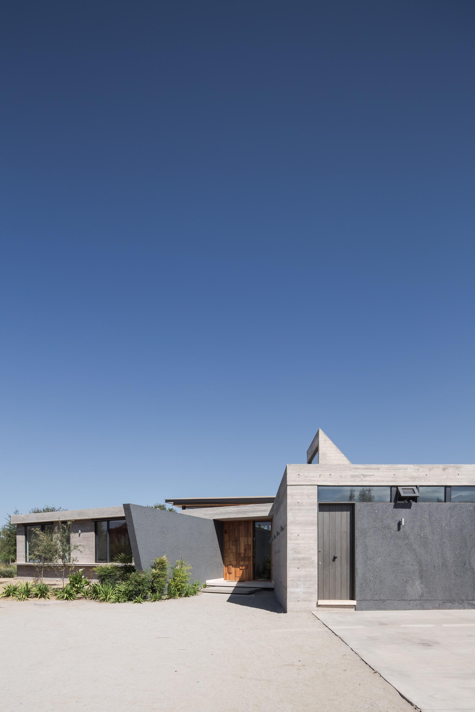 House BG by Claudio Tapia