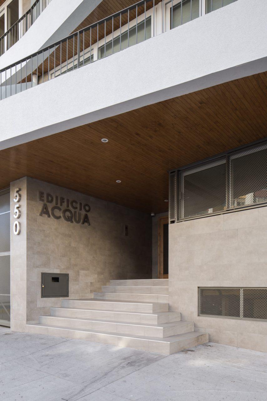 Acqua Building by Rearquitectura
