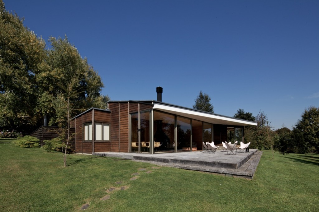 Villarrica House I by MOBIL Arquitectos