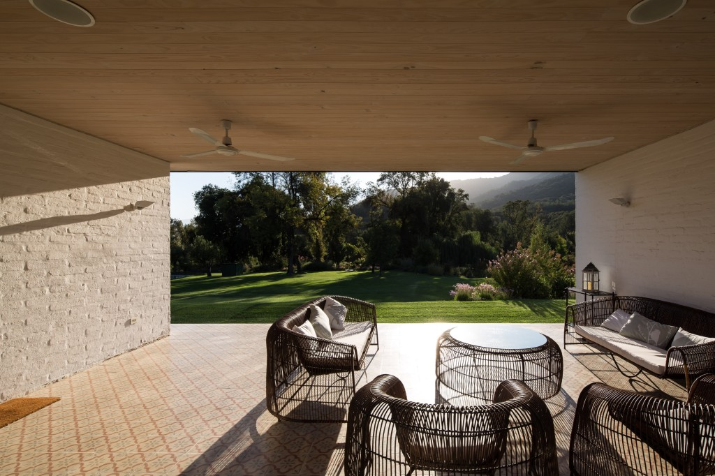 House in Pilay by Duval+Vives Arquitectos (4)