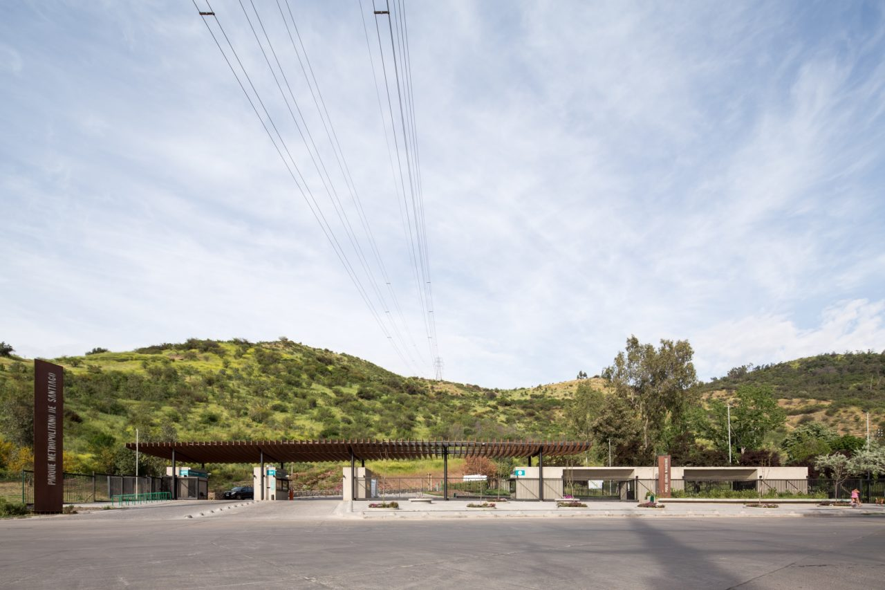 Zapadores Access to Parque Metropolitano by Cristobal Tirado