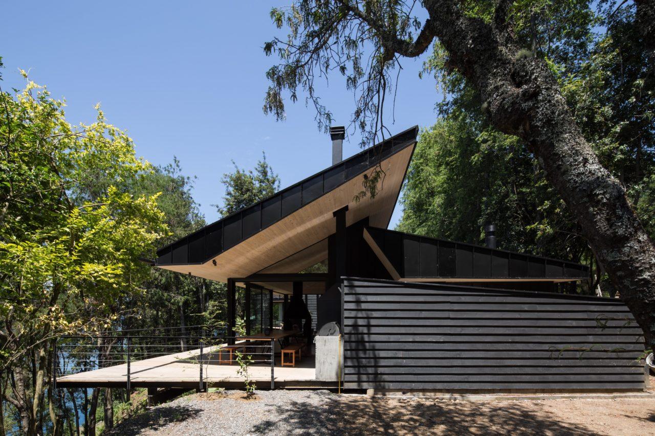 House in Coñaripe by ABESTUDIO