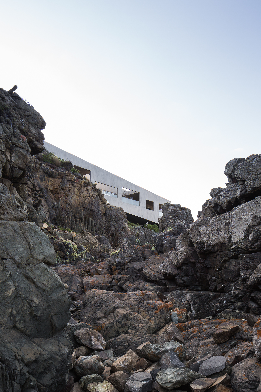 Bahia Azul House by Assadi Arquitectos & Francisca Pulido