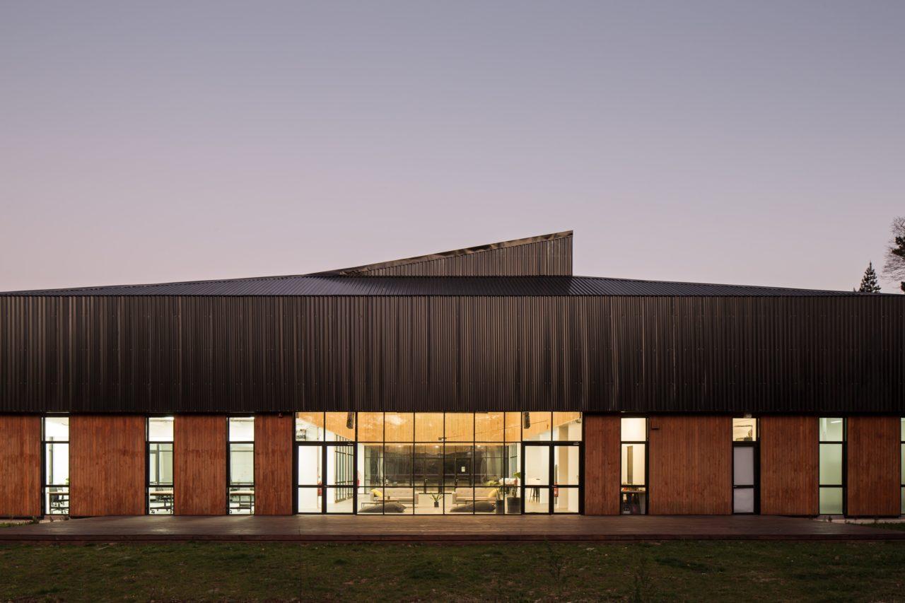 14K Building by Felipe Arce