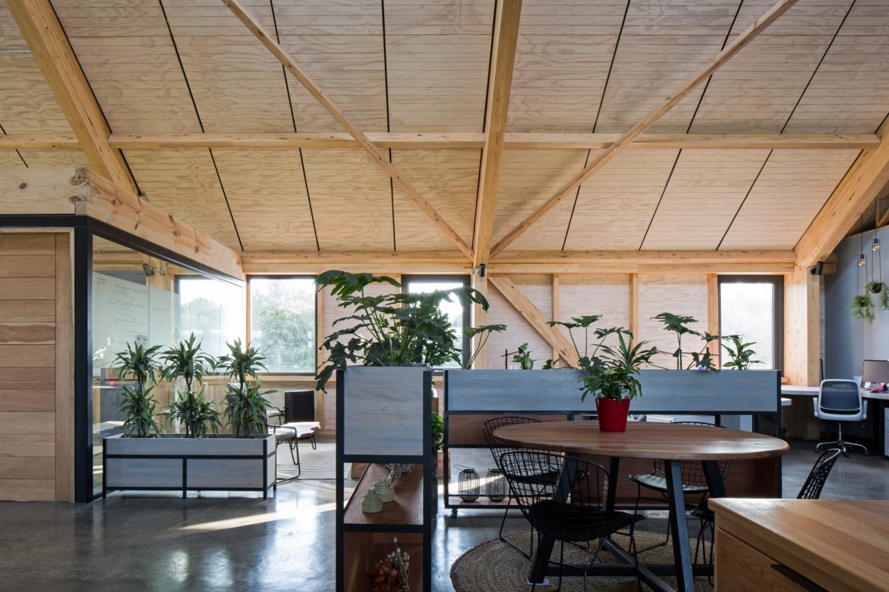Keepex Offices by Lagar Arquitectos
